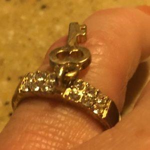 Jessica Simpson gold & cz key🔑 charm ring